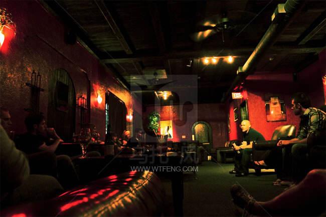 美国酒吧文化,以各种特色主题酒吧设计的日常社