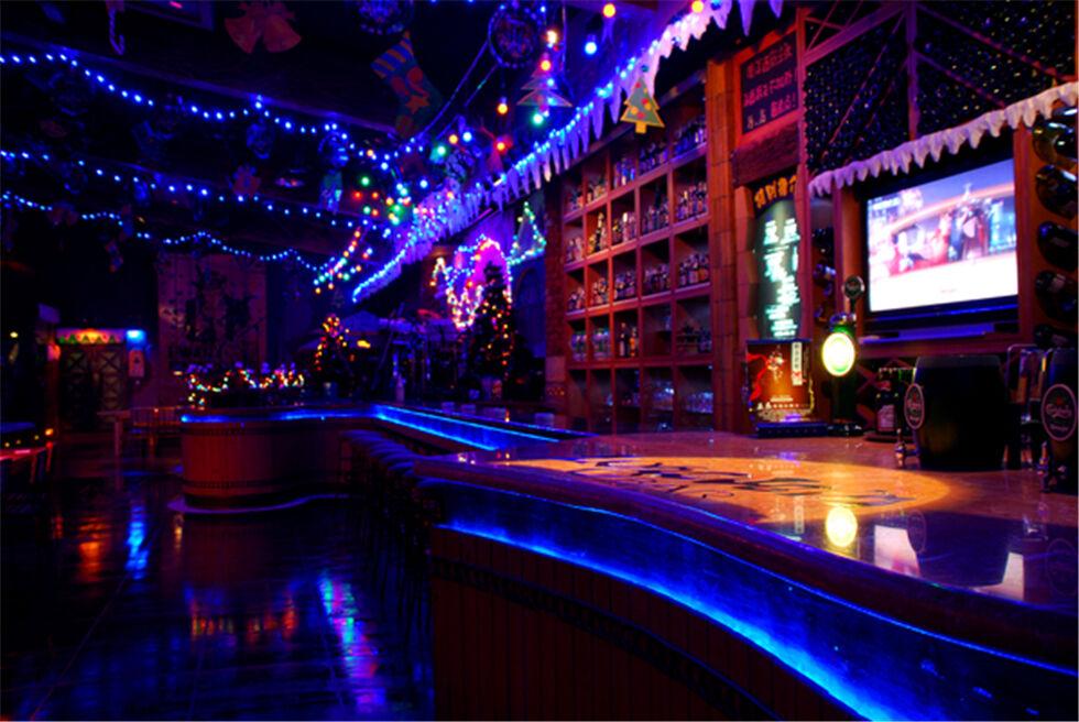 复古低调精致的休闲酒吧设计