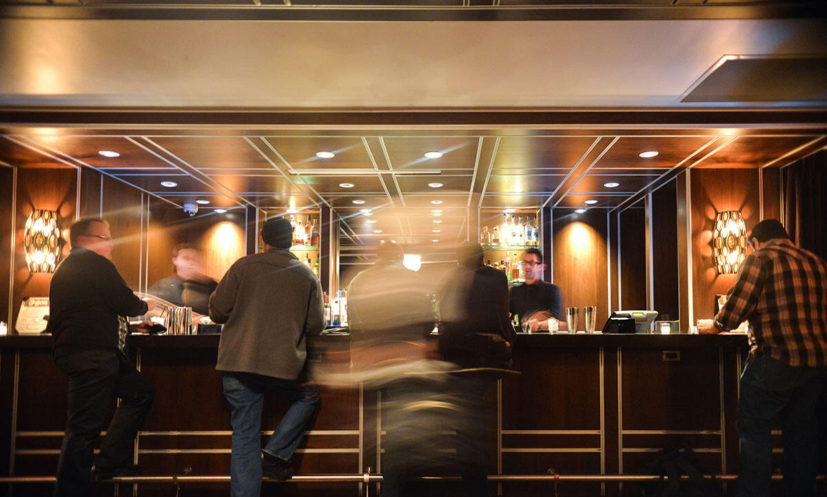 酒吧装修设计-吧台图